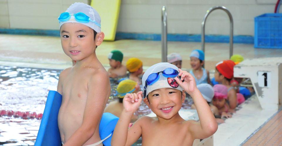 幅広い年齢層への水泳指導